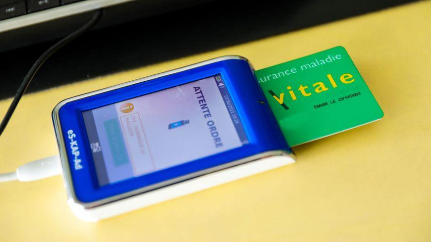Pour utiliser la carte vitale dématérialisée en Sarthe, il faudra télécharger l'application ApCV sur son smartphone.