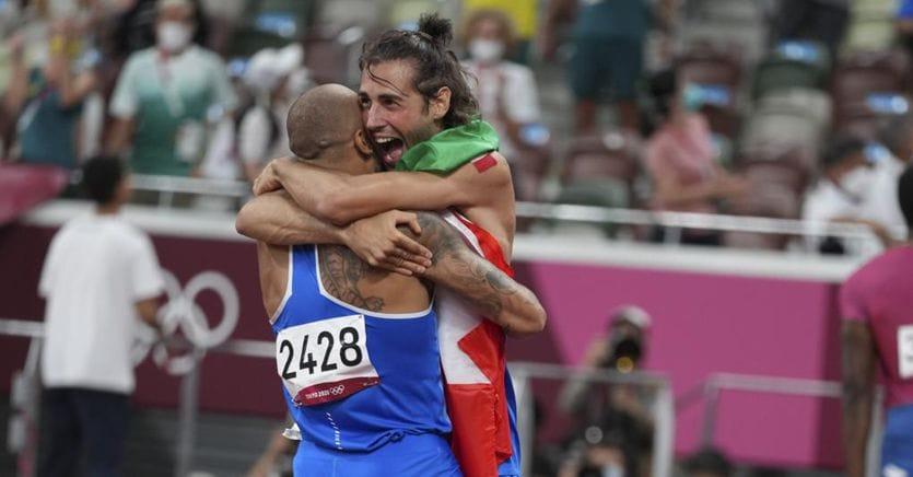 Jacobs, Tamberi and that happy hug that unites Italy