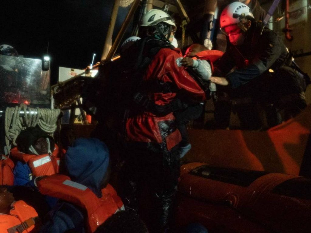 Open port: Sea Watch unloads migrants there