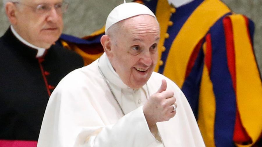 Pope Francis also downloads the Green Pass
