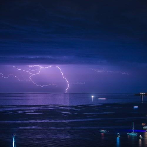 Li Galli illuminated by lightning, the incredible shot of Fabio Fusco