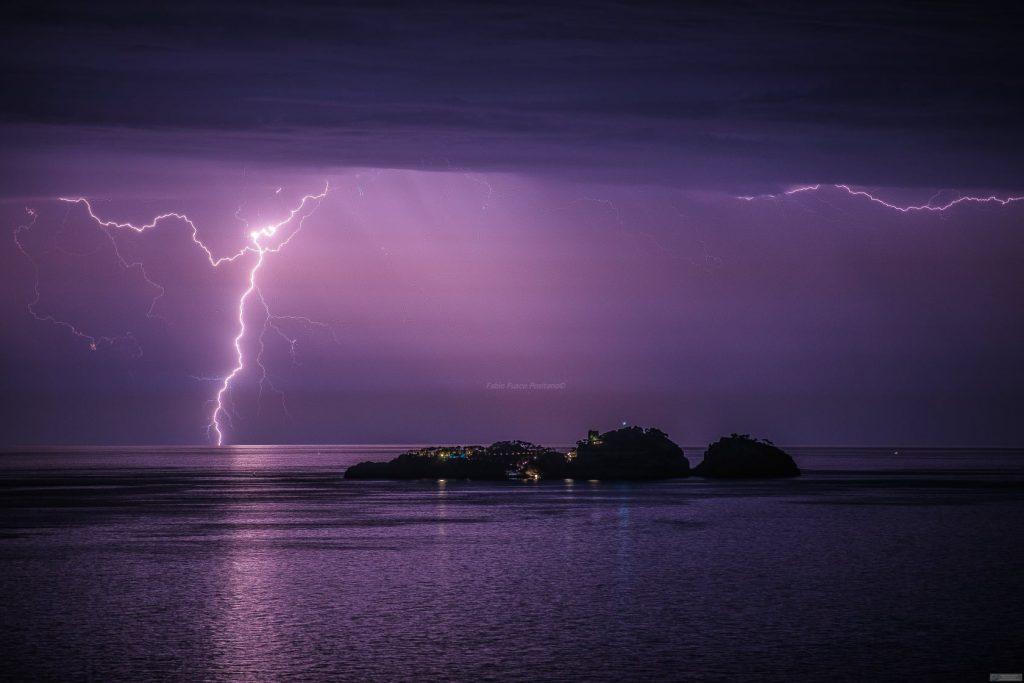 Positano News - Li Galli illuminated by lightning, Fabio Fusco's incredible shot