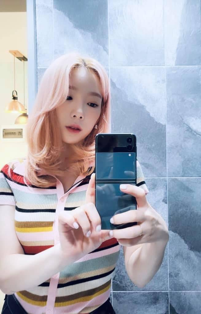 Taeyeon switched to her third phone in 2021, this time saying no to the iPhone!  - Photo 3.