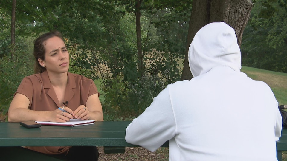 An anonymous man talks to journalist Camille Carpentier.