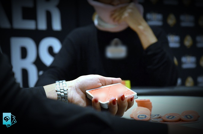 Gioconews Poker: The problem of the absence of a dealer in live poker, a problem that needs to be addressed and resolved