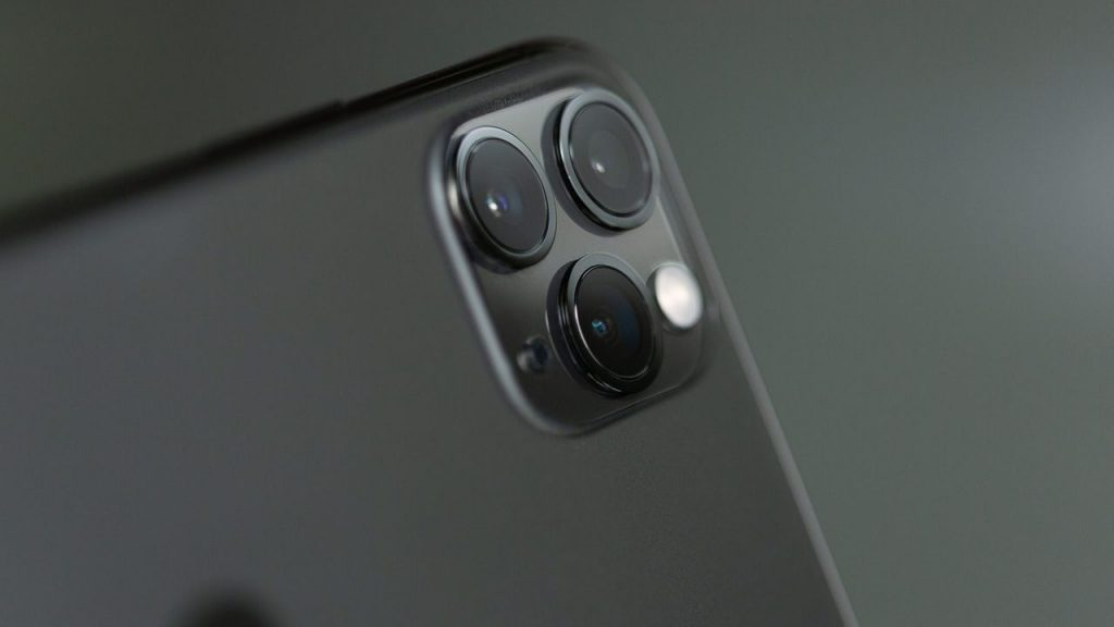 Super easy, how to clean the camera of your mobile to take the best photos